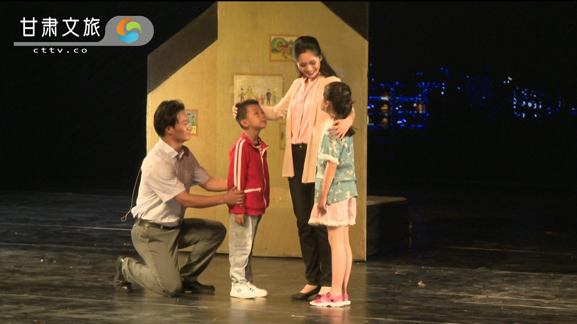 《达玛花开》——张小娟与家人聚少离多,夜晚回家又匆忙离开