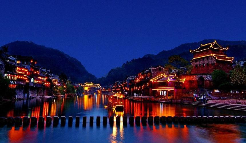 春節旅行適合去哪里?尋覓隱藏在湘西的土家古鎮