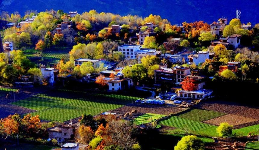 """被称为""""中国最美景观村落"""",""""千碉之国"""",是名副其实的美人谷"""