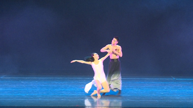 现代舞与芭蕾舞的融合,让你耳目一新