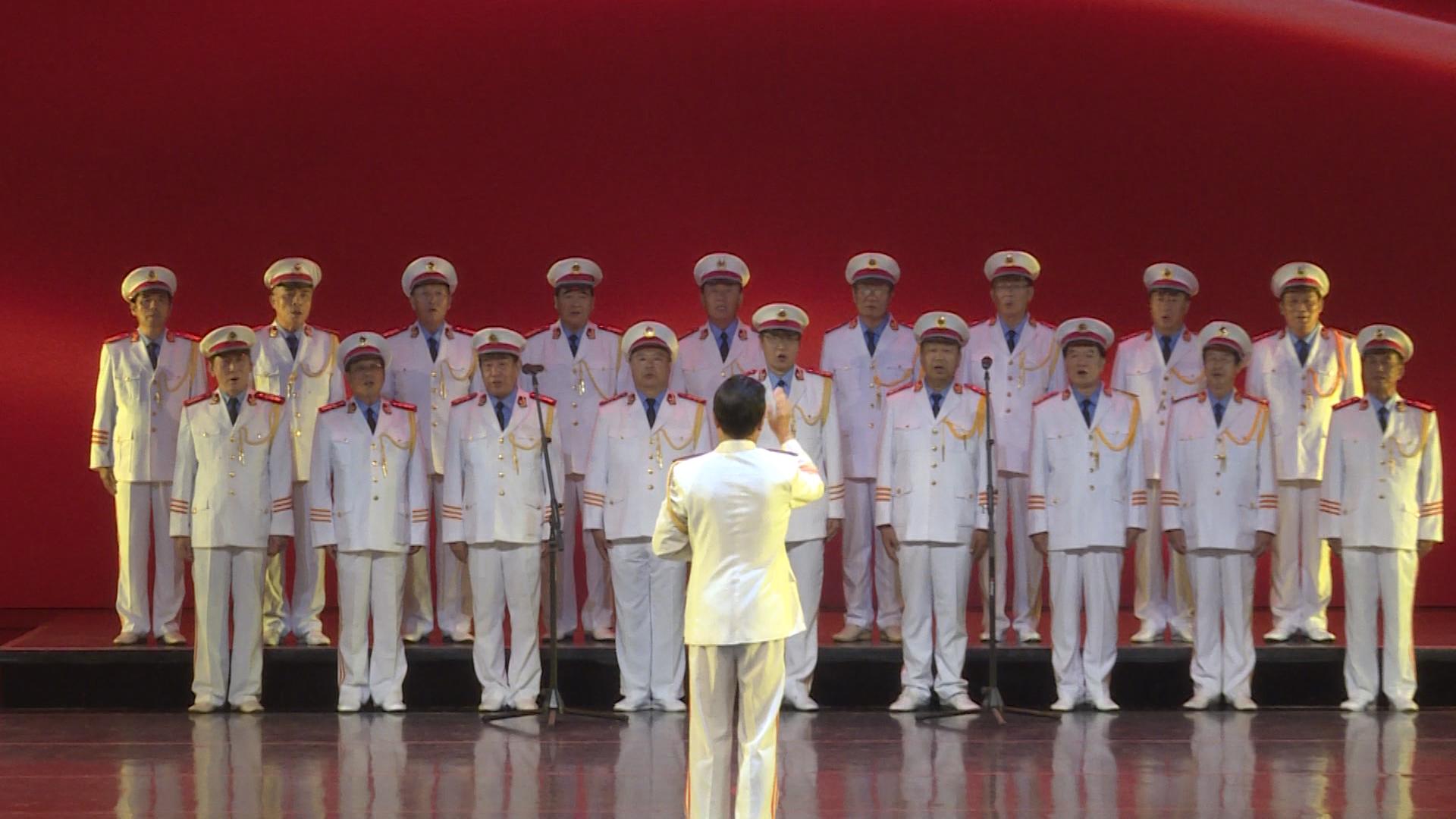 大合唱《咱当兵的人》熟悉的旋律,热血沸腾的歌词,仿佛进入军营