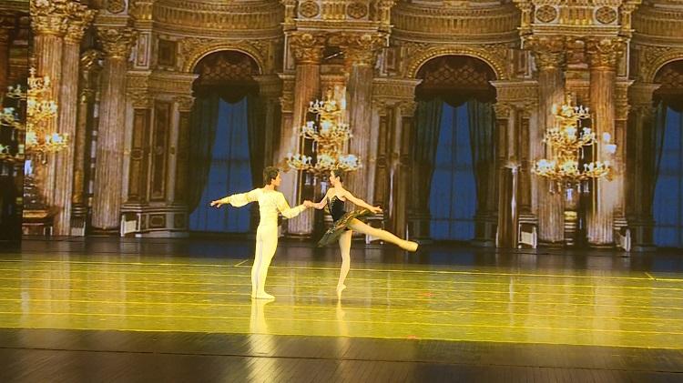 高雅的双人芭蕾舞,带你领略艺术之美