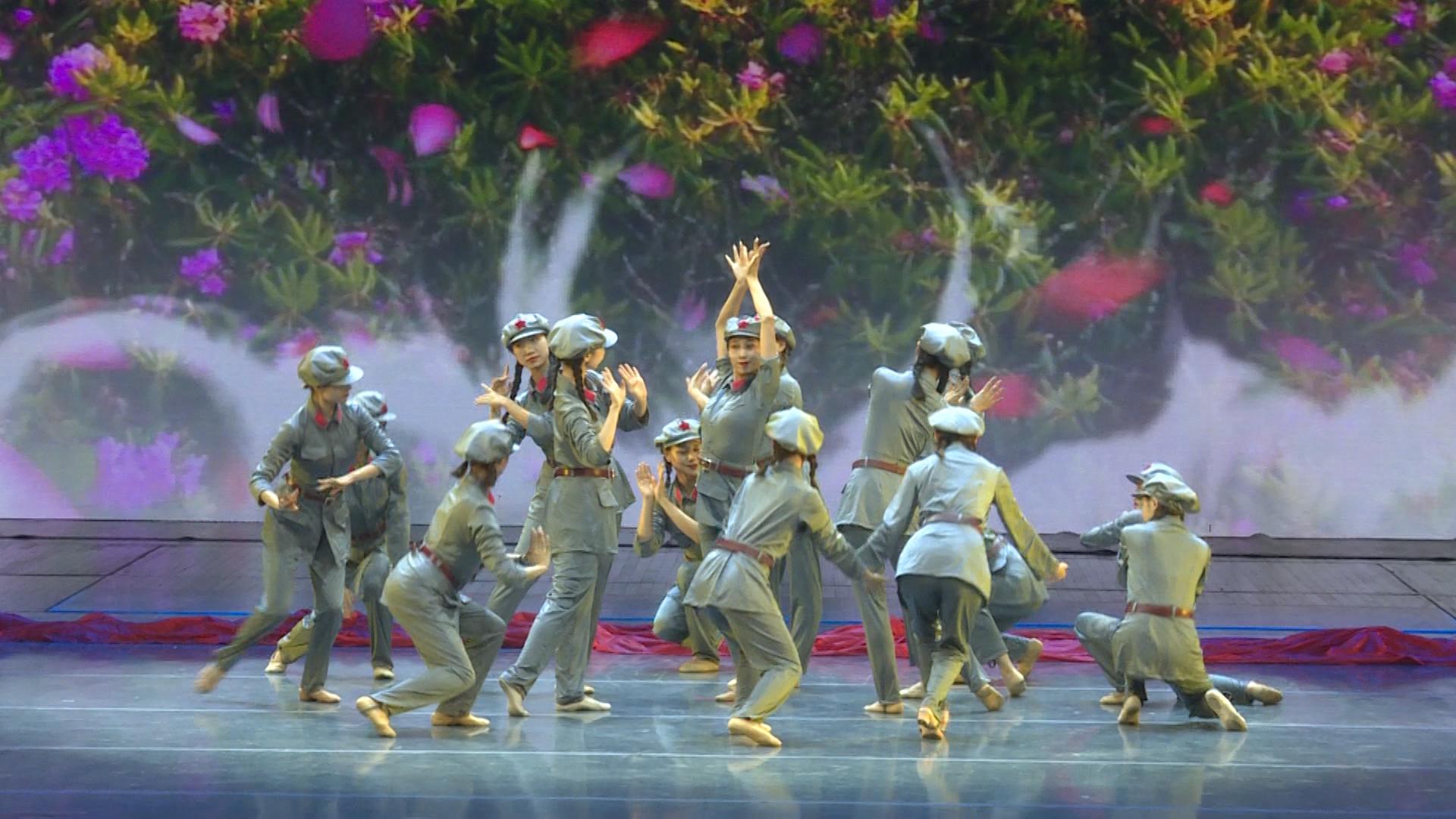 想看优美的舞蹈《芳华》一起来围观
