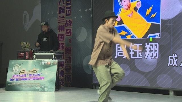 funkystyle 成人組決賽,男子炫酷舞姿引對手點贊