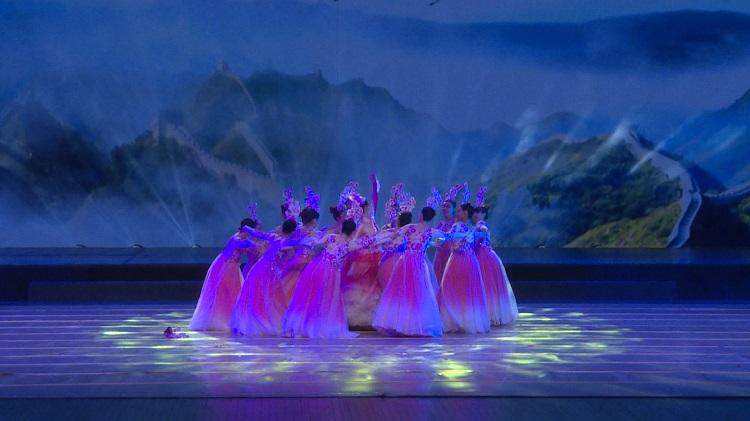 群舞《江山如画》优美的舞蹈表现得淋漓尽致