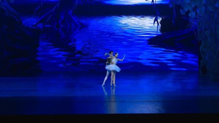 芭蕾舞《天鵝湖》——童話里的愛情故事