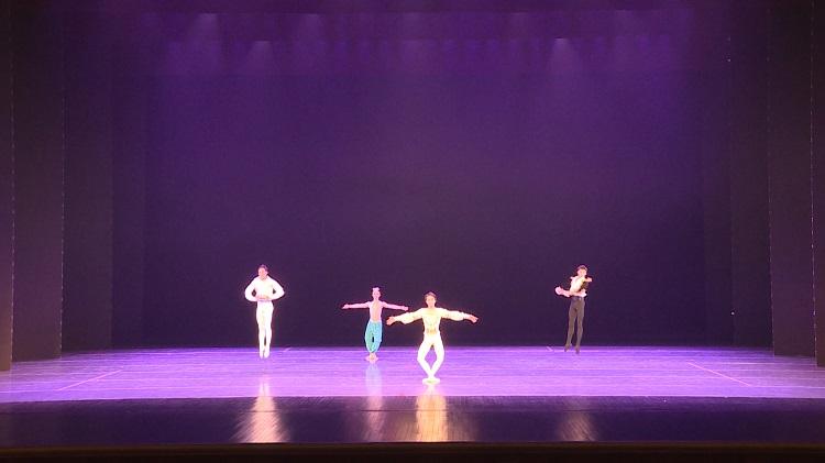 芭蕾舞变奏,灵动的身体在脚尖演绎完美