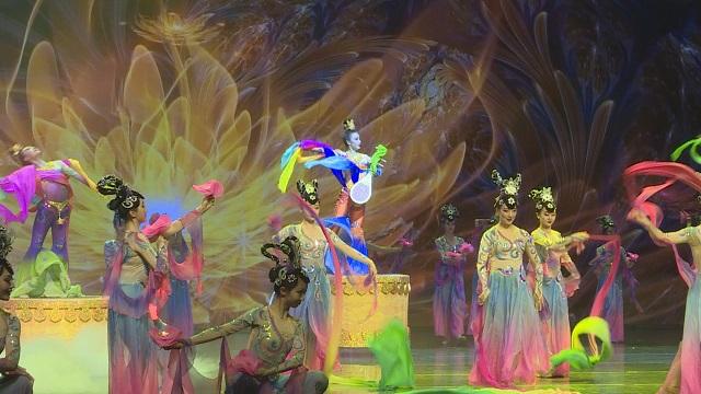 舞蹈《七彩丝路》舞姿婀娜,完美诠释丝路绚烂