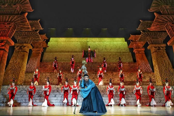 大型原创民族舞剧《彩虹之路》在甘肃大剧院精彩上演
